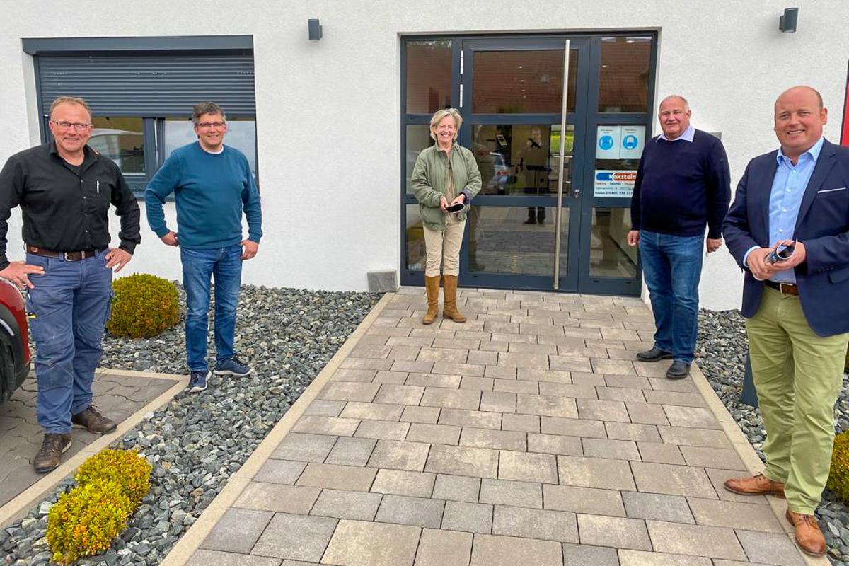 Bundestagskandidat Holger Bormann besucht die Firma Kakstein